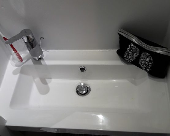 Accessoires pour lavabo sanitaire