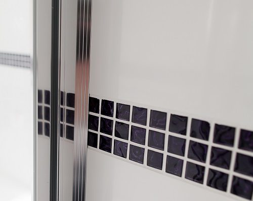 Motif composite pour sanitaire